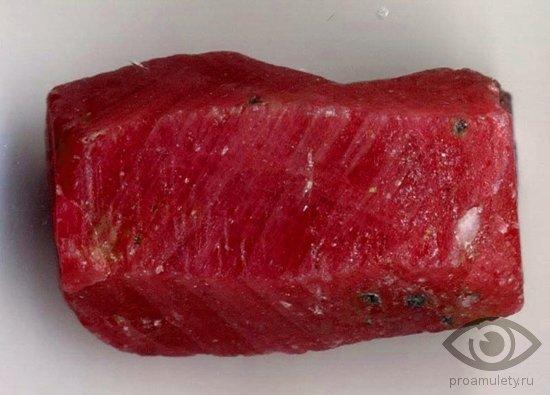 rubin-kamen-kozerog-zodiak