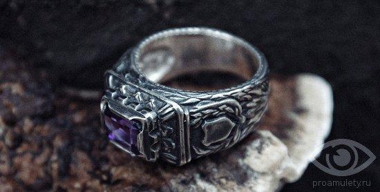 мужской перстень с брилиантом и знаком зодиака