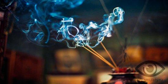 ochishhenie-amuleta-oberega-dym-blagovonij