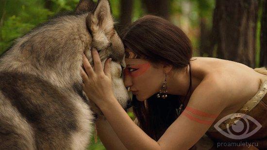 devushka-i-predannyj-volk