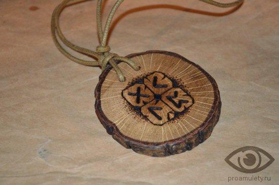 runy-obereg-iz-dereva-kulon-medalon