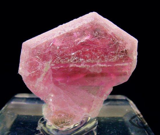 berill-kamen-svojstva-peccottait-kristall