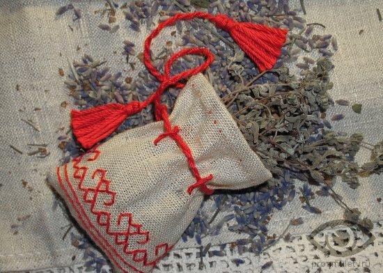 oberegi-dlja-doma-meshochkek-travy-sashe