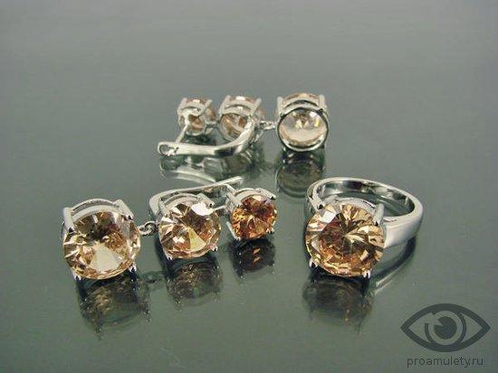 zhjoltyj-fianit-kamen-svojstva-kolco-sergi