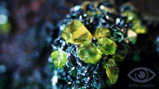 hrizolit-kamen-svojstva-neobrabotannyj-kristall