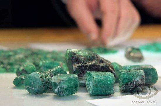 izumrud-kamen-svojstva-znak-zodiaka-telec-rak-bliznecy