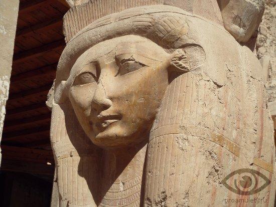 malahit-kamen-svojstva-egipet-statuja-hathor-nebesnaja-korova-solnce