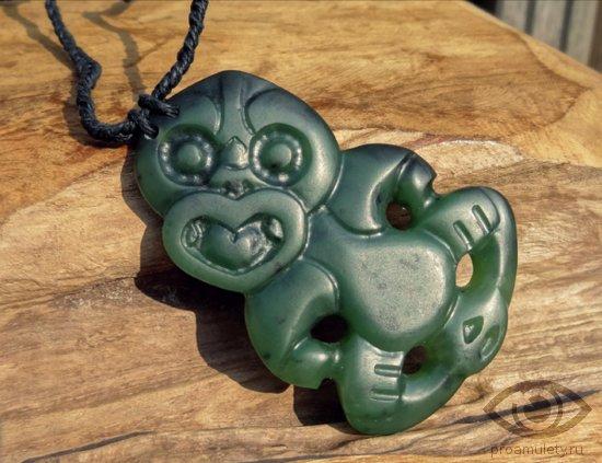 nefrit-kamen-svojstva-amulet-hei-tiki