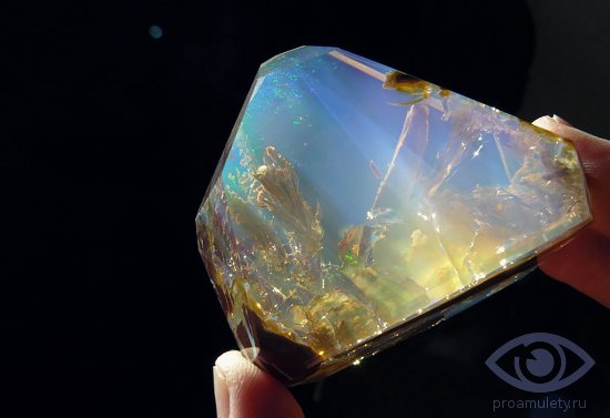 blagorodnyj-prozrachnyj-opal-kamen-svojstva-kristall
