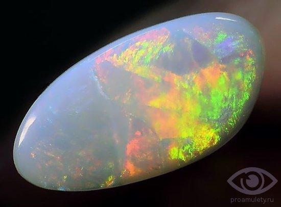 belyj-opal-kamen-svojstva-kaboshon-tvorchestvo-vdohnovenie