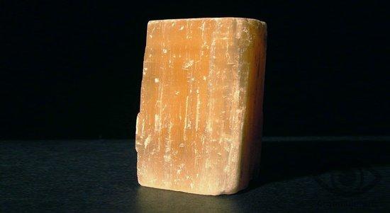 selenit-kamen-lechebnye-svojstva