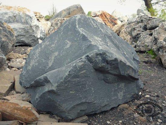 shungit-naturalnye-kamni-talismany-meteorit-fajeton-ostatok