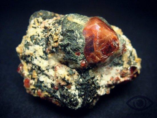 cirkonij-kamen-svojstva-znak-zodiaka-telec-strelec-ryby-vesy-deva