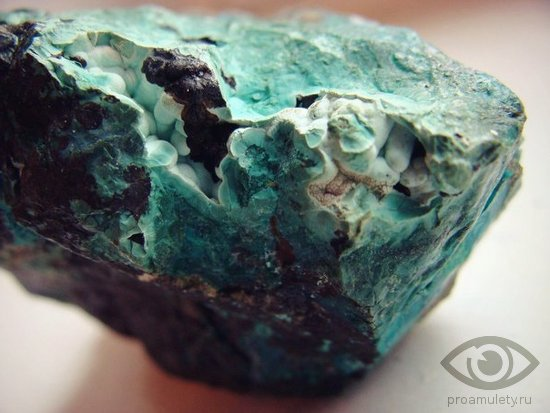 hrizokolla-jelatskij-kamen-svojstva