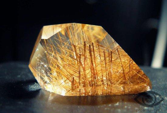 rutilovyj-kvarc-kamen-svojstva-volosatik