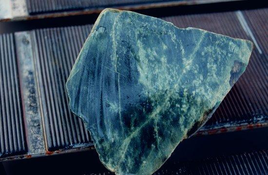 zhadeit-kamen-magicheskie-svojstva