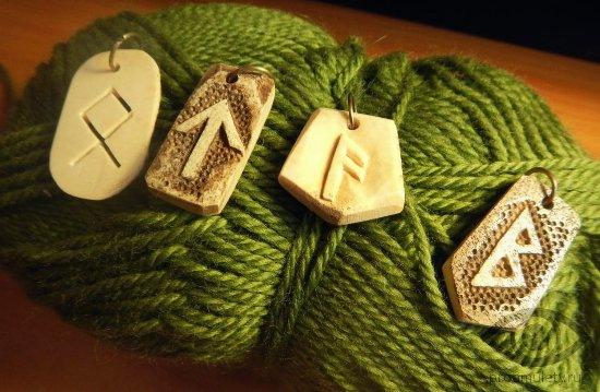 kak-izgotovit-runicheskie-amulety-samomu-vyrezannye-runy