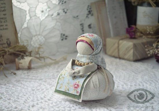 kukla-obereg-blagopoluchnica-pomoshhnica-domashnie-dela