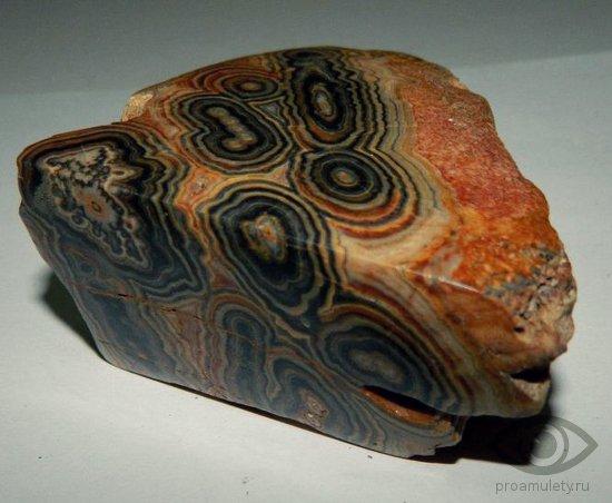 oniks-kamen-lechebnye-svojstva