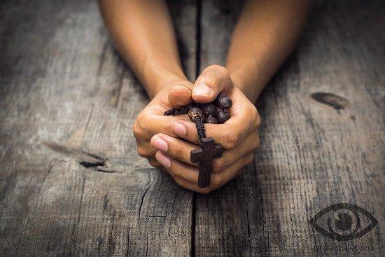 ikona-dlja-doma-i-semi-obereg-molitva-ruki-chjotki-krest