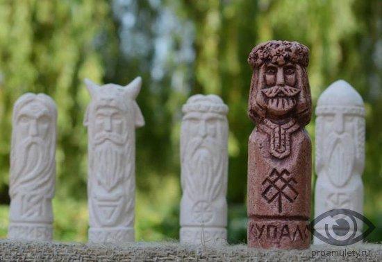 bog-kupala-statujetka