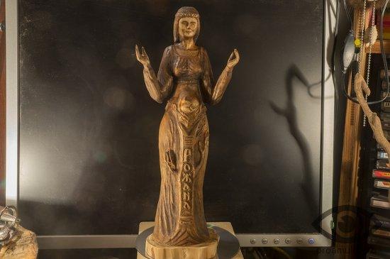 statujetka-boginja-rozhana
