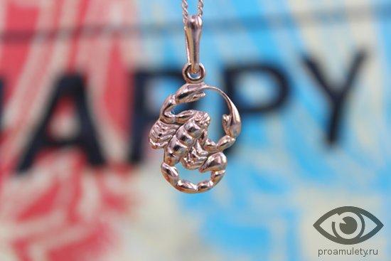 krasivyj-zolotoj-kulon-znaka-zodiaka-skorpion