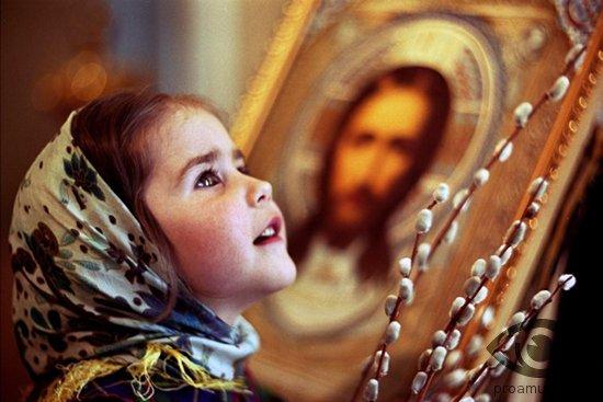 devochka-v-cerkvi-ikona-verba