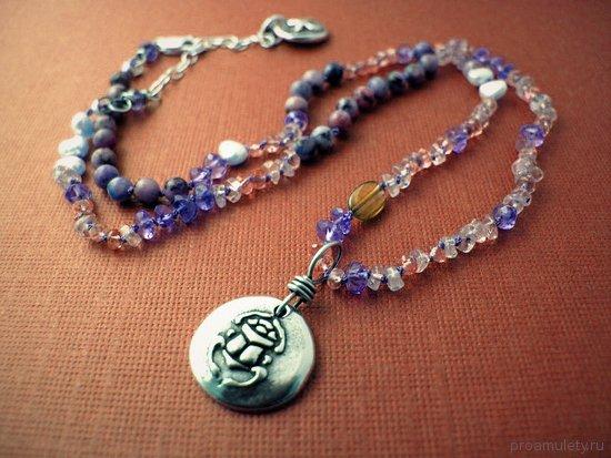serebrjanyj-amulet-zhuka-skarabeja-v-vide-ozherelja