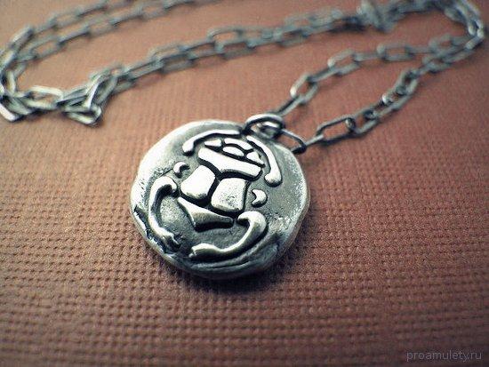 serebrjanyj-amulet-zhuka-skarabeja