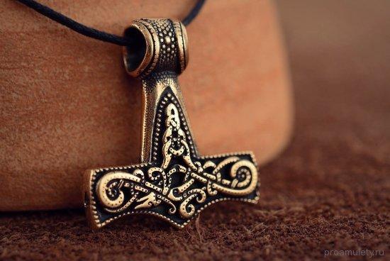 amulet-molot-tora-vypolnennyj-iz-bronzy