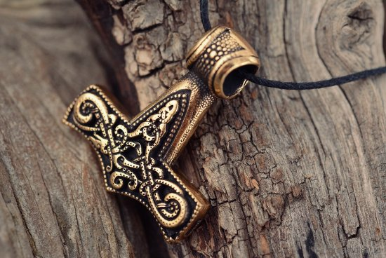 bronzovyj-amulet-molot-tora-v-vide-kulona