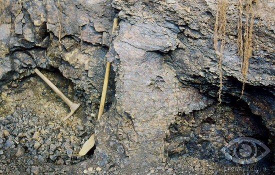 dobycha-agat-kamen-skala-kirka-lopata