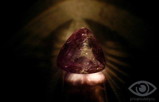 aleksandrit-razvivaet-voobrazhenie-kamen-svojstva