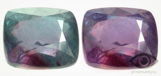 aleksandrit-kamen-raznogo-cveta-osveshhenie-svojstva