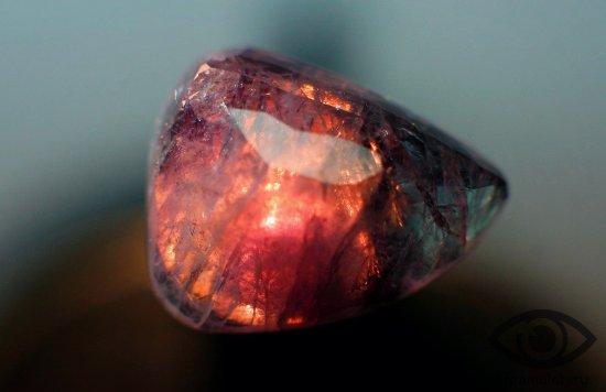 aleksandrit-prirodnyj-kamen-svojstva