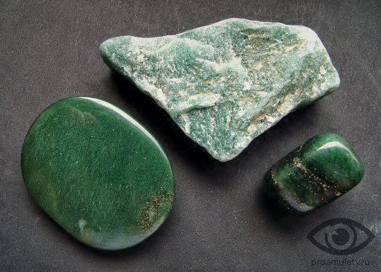 zeljonyj-avantjurin-kamen-oberegaet-vljubljonnyh
