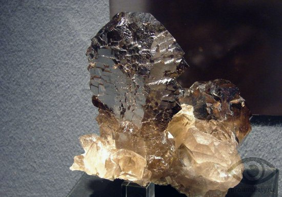 rauhtopaz-kamen-budda-svojstva