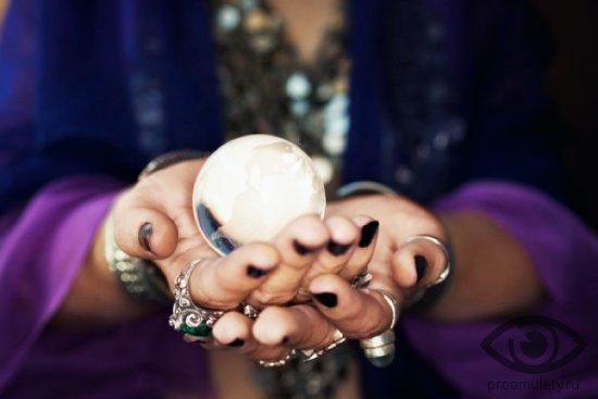 berill-kamen-svojstva-zhenskie-ruki-gadalka-predskazanie