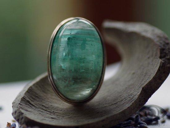 zeljonyj-berill-kamen-svojstva-znak-zodiaka-telec-serebrjanoe-kolco