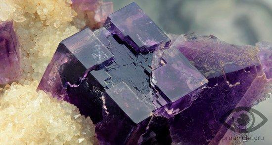 fljuorit-kamen-svojstva-kristall