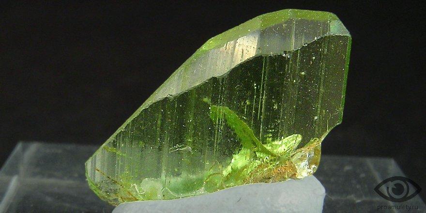Картинки по запросу Хризолит камень, камень хризолит фото