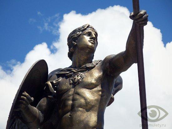 hrizopraz-kamen-svojstva-aleksandr-makedonskij-statuja