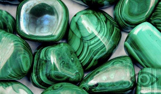 malahit-kamen-svojstva-rossyp-kaboshon