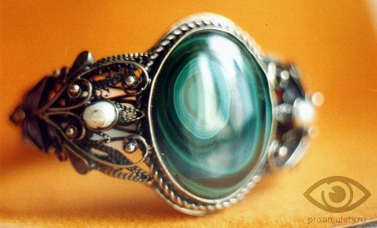 malahit-kamen-svojstva-kolco-serebro