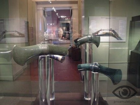nefrit-kamen-svojstva-nefrimtovye-topory-molotki