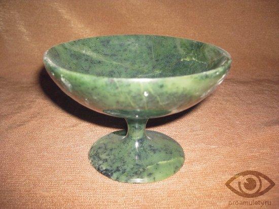nefrit-kamen-svojstva-nefritovaja-chasha
