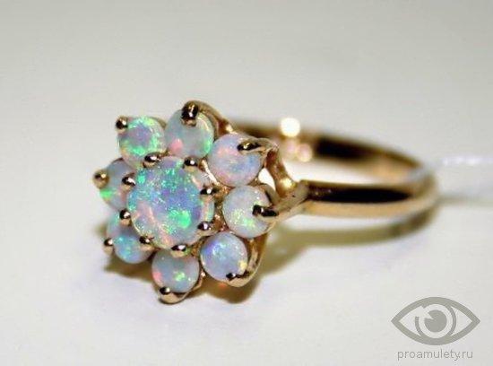 opal-kamen-svojstva-zolotoe-kolco-persten