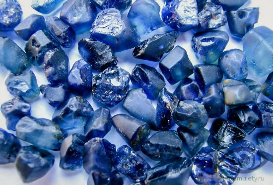 sapfir-kamen-svojstva-znaki-zodiaka-rossyp-nagovor-predatelstvo