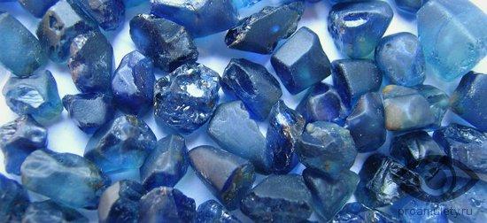 sapfir-kamen-svojstva-znaki-zodiaka-strelec-rossyp